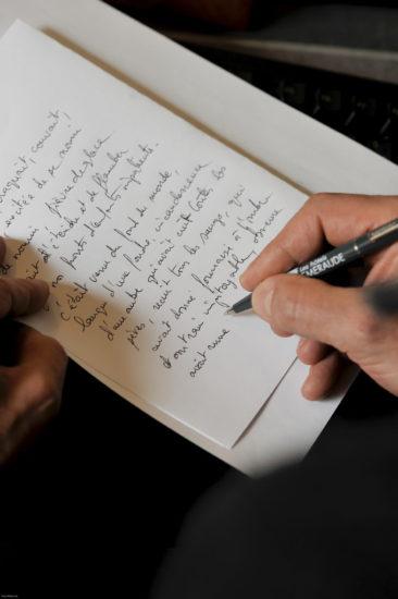 Bruno THOMAS portrait Bruno THOMAS portrait ,la main écrivant le texte