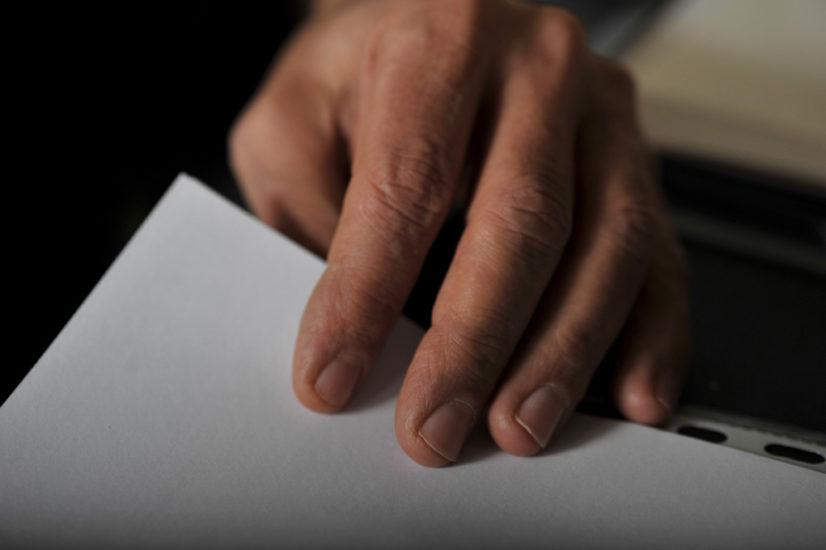 main du poète