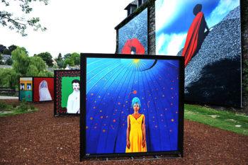 La_Gacilly-_Le_monde_a_neuf_ans_»_d'Aida_Muluneh-5-350x233 LA GACILLY AU PAS DE COURSE ET POUR AUTANT…. ART