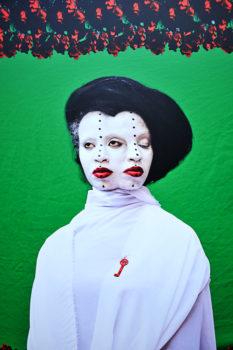 La_Gacilly-_Le_monde_a_neuf_ans_»_d'Aida_Muluneh-6-233x350 LA GACILLY AU PAS DE COURSE ET POUR AUTANT…. ART