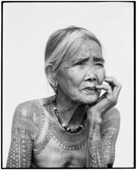 Jake-Verzosa-Série-22Les-dernières-femmes-tatouées-de-Kalinga22-2009-2013--282x350 MERIGNAC PHOTOGRAPHIC FESTIVAL ART