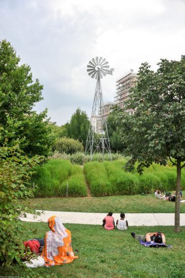 Parc_Clichy_BatignollesMartin_Lutherking-7426-366x550 Reportage Photo Paris : Architecture