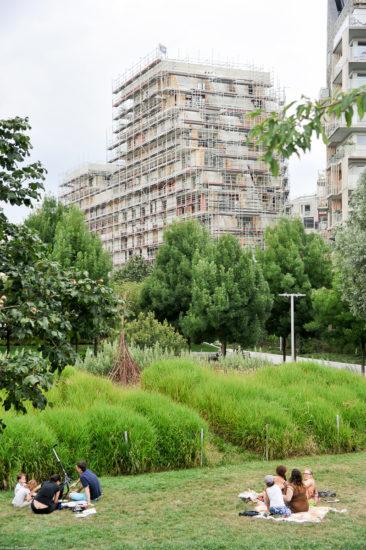 Parc_Clichy_BatignollesMartin_Lutherking-7429-366x550 Reportage Photo Paris : Architecture