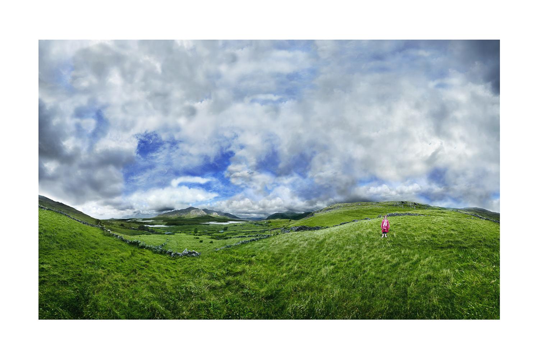 70x105cm-Julia-on-the-hill-Connemara-Irland TIME OUT : FRAGMENTATIONS et MÉTA-IMAGES.