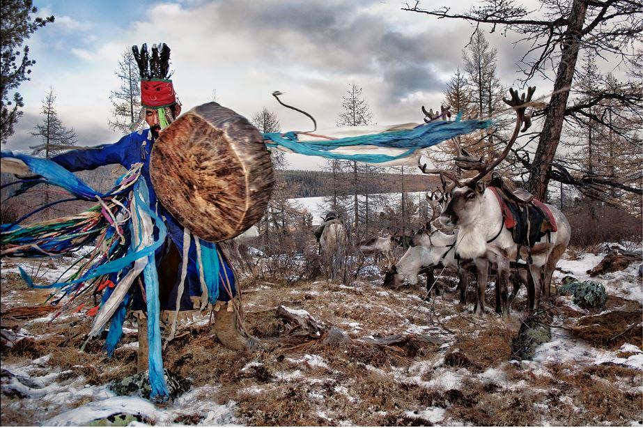 hegoa-hamid-sardar-dancing-shaman-west-taiga-c-hamid-sarda HAMID SARDAR, PARADIS NOMADE. ART PHOTOGRAPHIE
